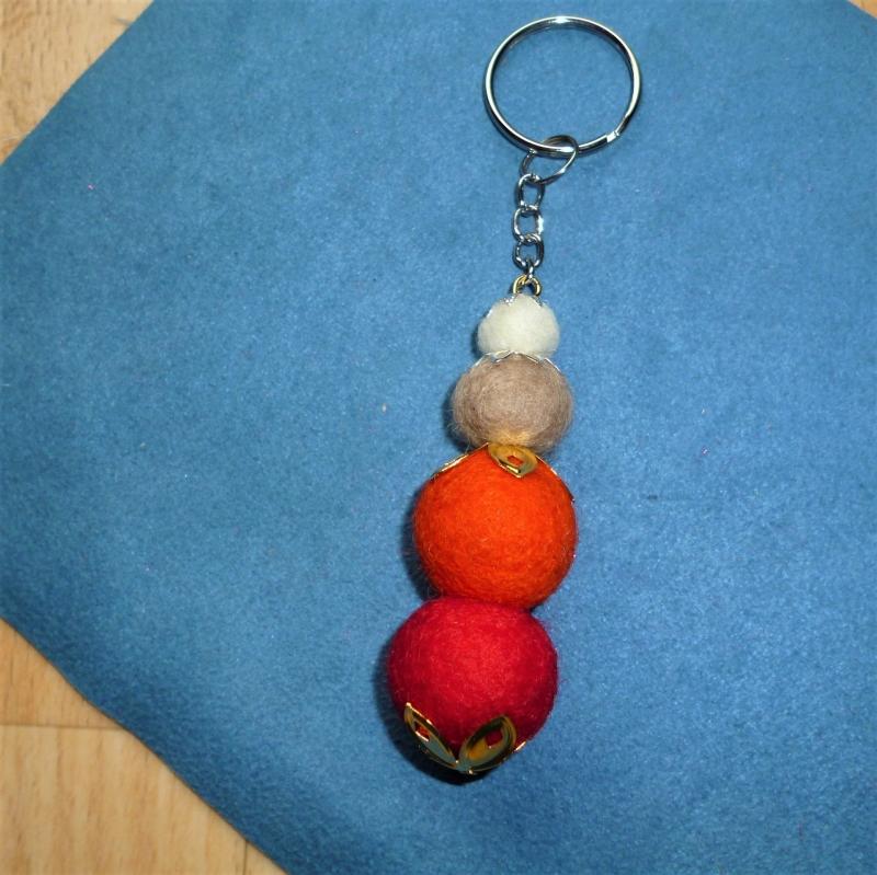 - *Schlüsselanhänger* aus Filzkugeln -  Geschenk für Frauen - - *Schlüsselanhänger* aus Filzkugeln -  Geschenk für Frauen -