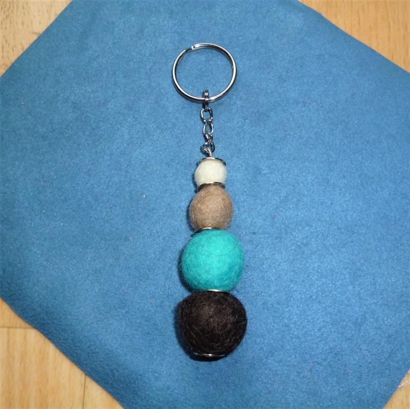 - *Schlüsselanhänger* aus Filzkugeln -  Geschenk für Männer - - *Schlüsselanhänger* aus Filzkugeln -  Geschenk für Männer -