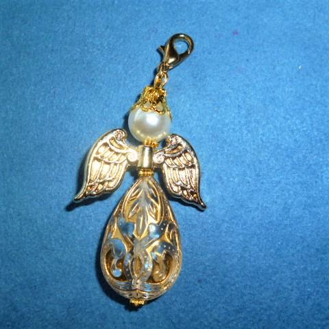 - Handgefertigter weihnachtlicher Geschenkanhänger  *Engelchen  mit goldenen Flügeln*   - Handgefertigter weihnachtlicher Geschenkanhänger  *Engelchen  mit goldenen Flügeln*