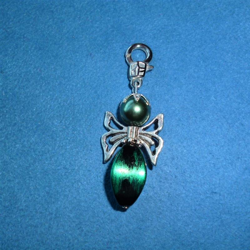 - Handgefertigter  schöner Charmanhänger in schwarz-grün - Handgefertigter  schöner Charmanhänger in schwarz-grün