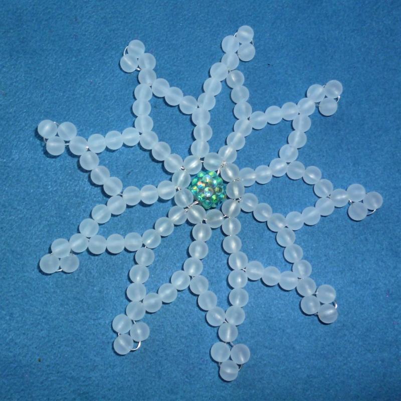 - Wunderschöne Schneeflocke aus Perlen  - Schöner Christbaumschmuck - Geschenkanhänger - Wunderschöne Schneeflocke aus Perlen  - Schöner Christbaumschmuck - Geschenkanhänger