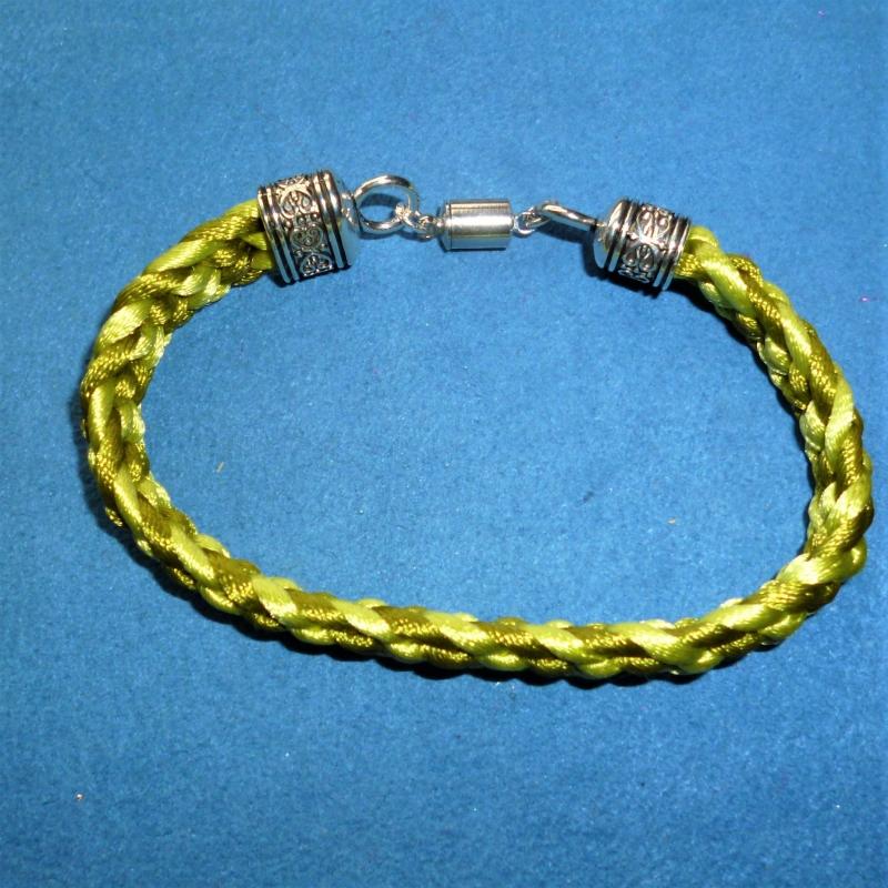 Kleinesbild - Handgeflochtenes Armband nach der japanischen Flechtkunst Kumihimo aus Satinkordel - Geschenk für Mädchen, Frauen und Männer - (Kopie id: 100257351)
