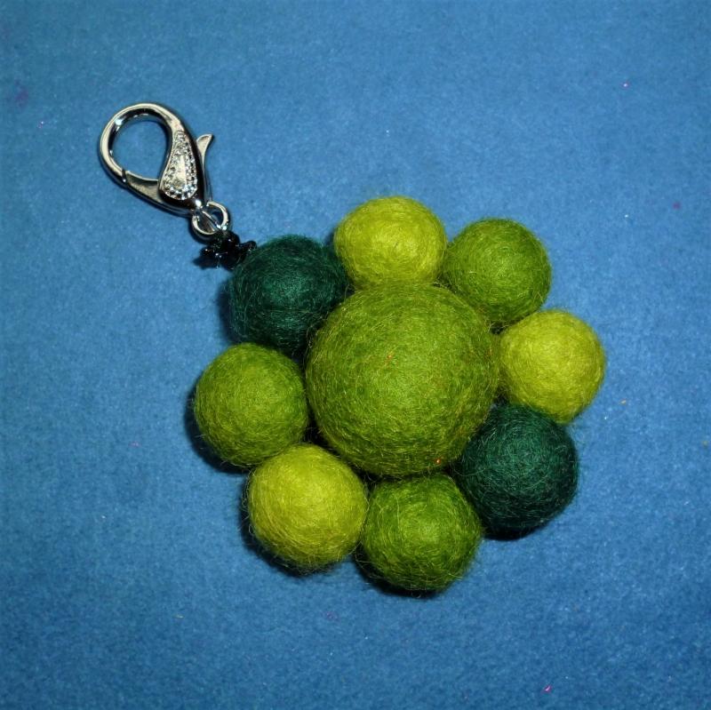- Schlüsselanhänger/Taschenbaumler *Grüne Blüte* - Geschenk für Mädchen und Frauen -  - Schlüsselanhänger/Taschenbaumler *Grüne Blüte* - Geschenk für Mädchen und Frauen -
