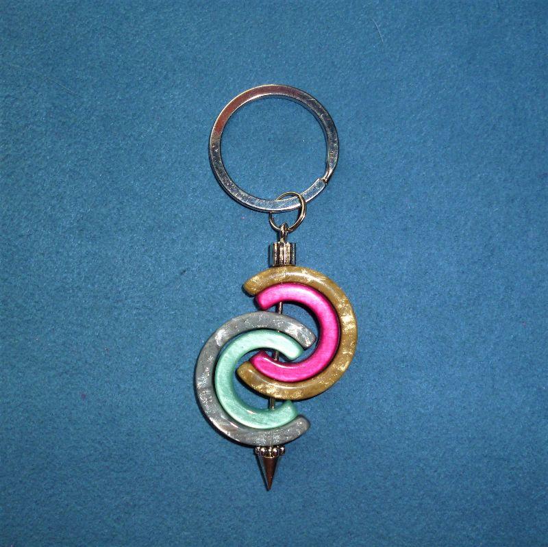 - Handgefertigter  Schlüsselanhänger aus Polaris Kreativ Elementen *Hufeisen* - Geschenk für alle - - Handgefertigter  Schlüsselanhänger aus Polaris Kreativ Elementen *Hufeisen* - Geschenk für alle -