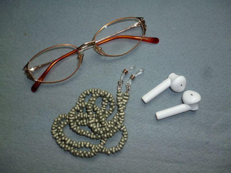 - Handgefädelte zierliche Brillenkette *olivgrün*  - Handgefädelte zierliche Brillenkette *olivgrün*