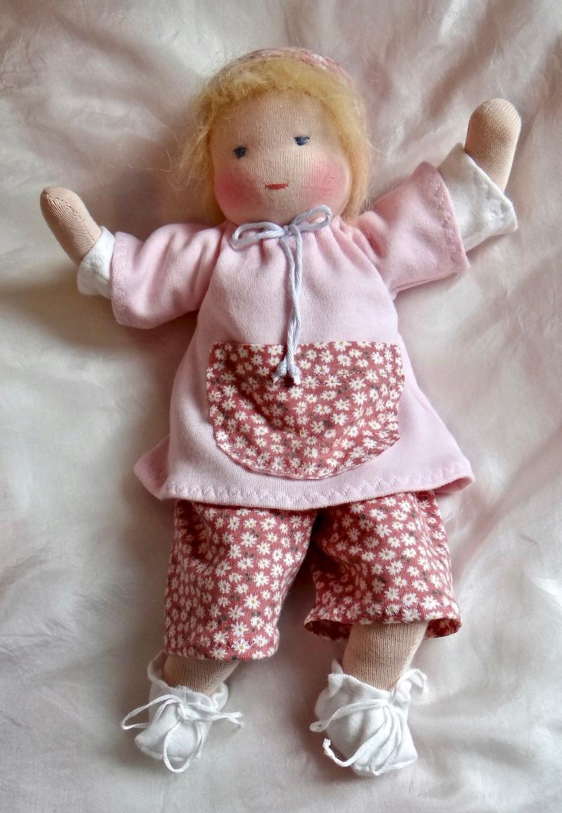 Kleinesbild - Versand kostenlos Stoffpuppe 30 cm Babypuppe mit 2 Anzüge in Handarbeit aus Naturmaterialien hergestellt