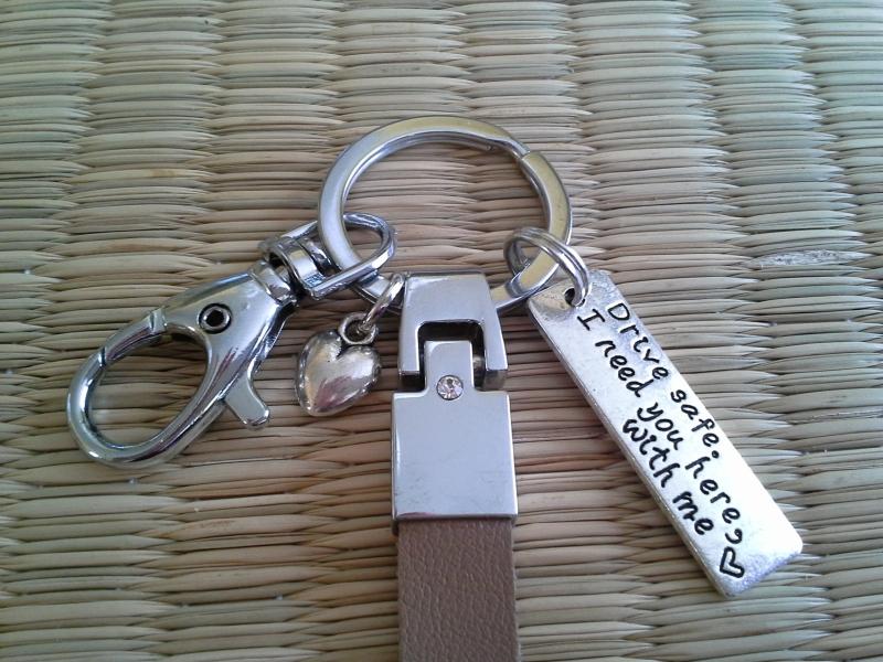 Kleinesbild - Schlüsselanhänger ★ Drive safe ★ ♡ , aus Kunstleder mit Anhänger
