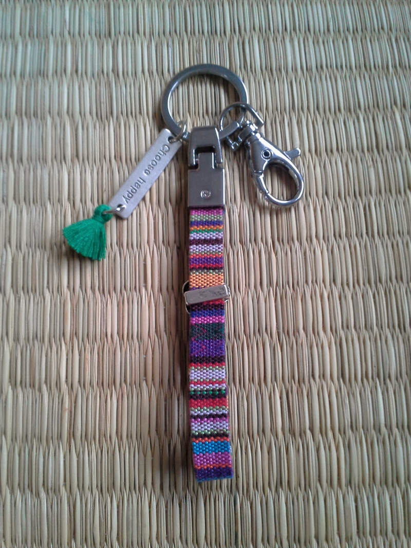 Kleinesbild - Schlüsselanhänger  ♡ choose happy ♡  ★, aus gewebtem Stoffband mit  Anhänger und Quaste