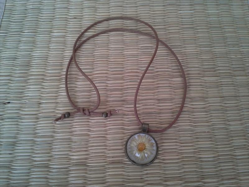 Kleinesbild - Kette ☀ Gänseblümchen ☀, Anhänger mit echter Blüte an einer Baumwollkette