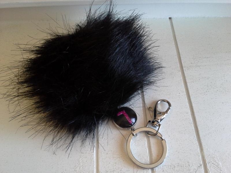 Kleinesbild - Schlüsselanhänger ★ Bommel ★ ♡, mit  Kunstfell-Bommel und Initialen-Anhänger