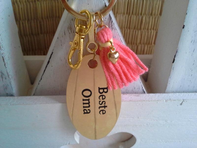 Kleinesbild - Schlüsselanhänger ☀ Beste Oma ☀ ♡ , mit Quaste und Herzchen
