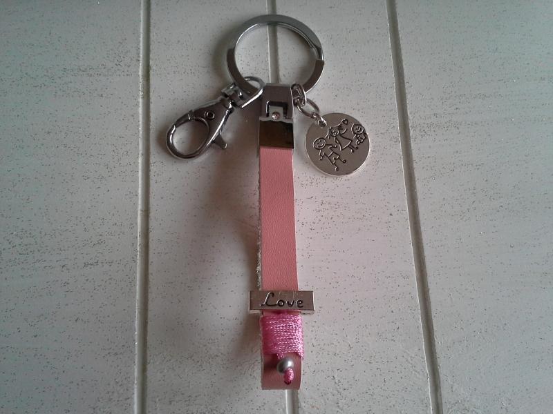 Kleinesbild - Schlüsselanhänger ★ Familie ★ ♡, aus Kunstleder mit Anhänger