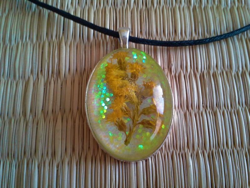 Kleinesbild - Kette ☀ gelbe Blüten ☀,  ☆ Anhänger mit einem echten Blütenzweig, an einer Baumwollkette