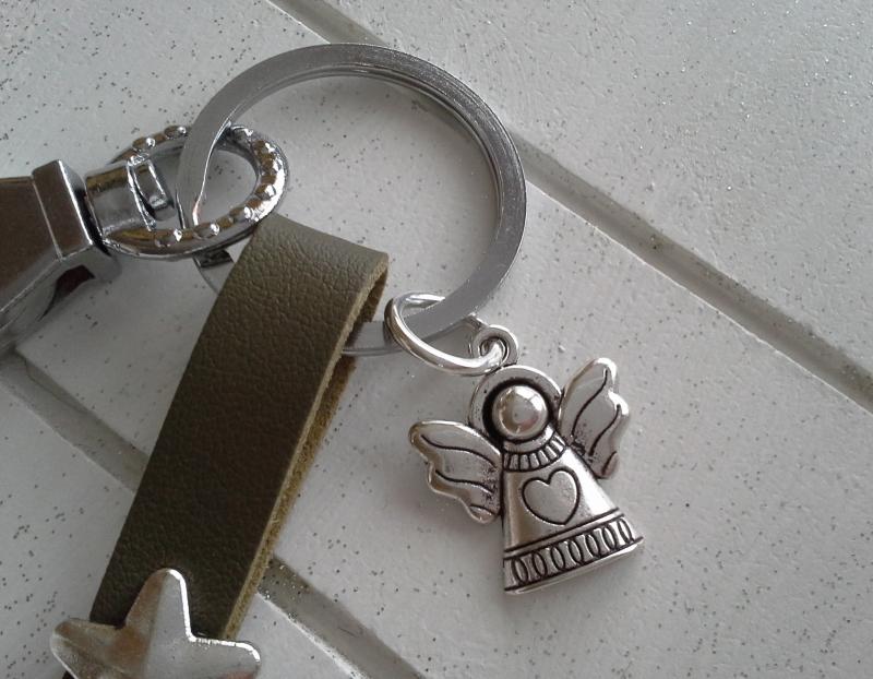 Kleinesbild - Schlüsselanhänger ★ Schutzengel ★ ♡ , aus Kunstleder mit Herz-Niete und Engelanhänger