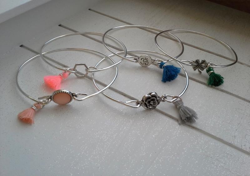 Kleinesbild - Armreif ♥ Kleeblatt ♥,  ☆ aus Metall mit Quastenanhänger
