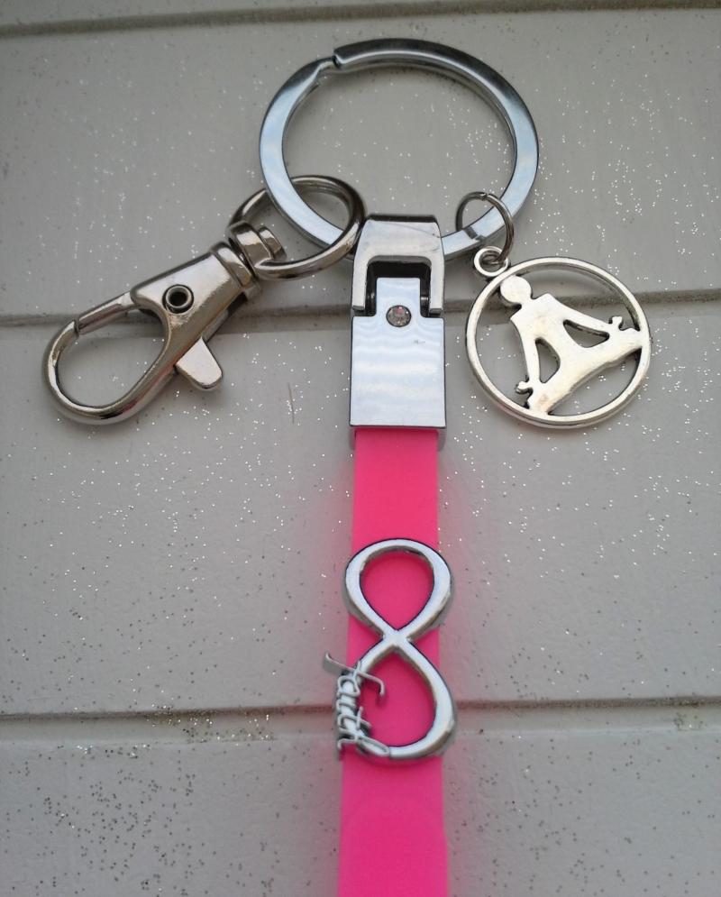 Kleinesbild - Schlüsselanhänger ★ Yoga ★ ♡ , aus Silikonband, mit Anhänger und Schiebeperle