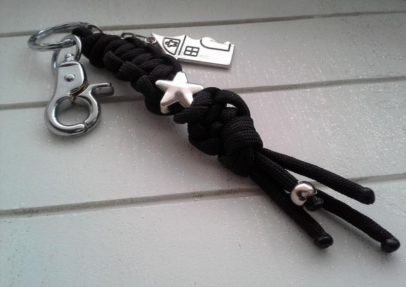 Kleinesbild - Schlüsselanhänger ♥ Verliebte ♥ 2 Stück im Set ♡ , aus Makramee-Band, mit Anhänger und Schiebeperle