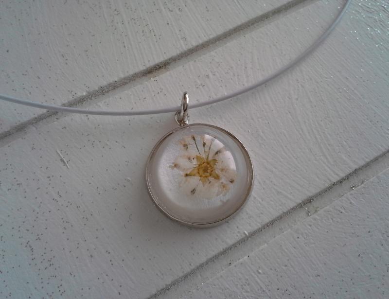 Kleinesbild - Halsreif ☀ Blume ☀,  ☆ mit Cabochon-Anhänger mit echten Blüten