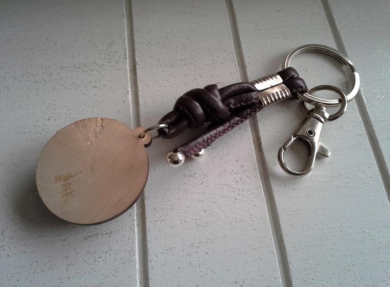Kleinesbild - Schlüsselanhänger ★ Yin und Yang ★ ♡ , aus Kunstlederband mit Holz-Cabochon-Anhänger