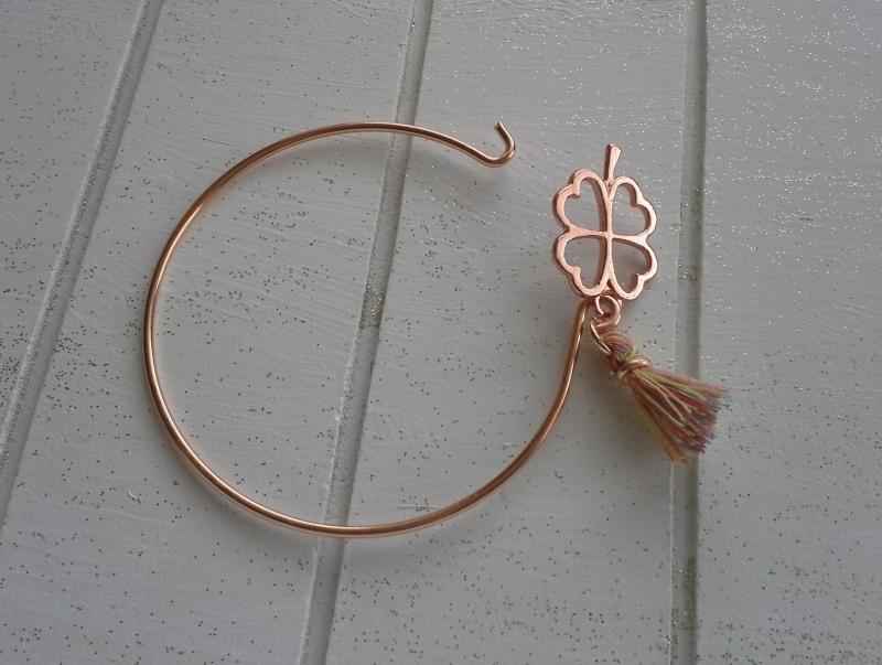 Kleinesbild - Armreif ♥ Kleeblatt ♥,  rosé ☆ aus Metall mit Quastenanhänger