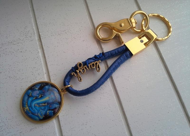 - Schlüsselanhänger ★ Ganesha-Motiv ★ ♡ , aus Kunstlederband mit Cabochon-Anhänger     - Schlüsselanhänger ★ Ganesha-Motiv ★ ♡ , aus Kunstlederband mit Cabochon-Anhänger