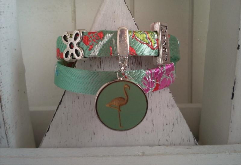 - Armband ★ Flamingo ★, Wickelarmband aus Satinband mit Holzcabochon-Anhänger - Armband ★ Flamingo ★, Wickelarmband aus Satinband mit Holzcabochon-Anhänger