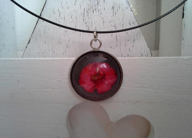 - Halsreif ☀ Blume ☀,  ☆ mit Cabochon-Anhänger mit echter Blüte  - Halsreif ☀ Blume ☀,  ☆ mit Cabochon-Anhänger mit echter Blüte