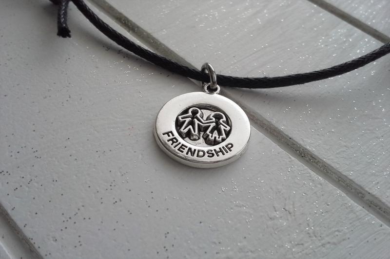 Kleinesbild - Kette ♥ Friendship ♥,  Baumwollkette mit Freundschaftsanhänger ☆ auf Schmuckkarte