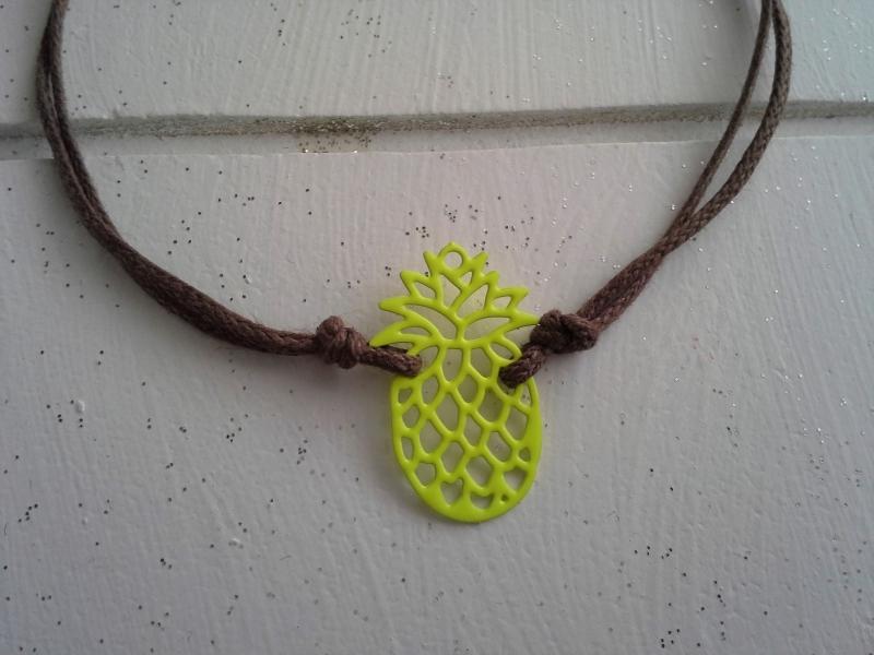Kleinesbild - Armband ♥ Ananas ♥, geknüpftes Armband mit filigranem Anhänger ☀ individualisierbar!