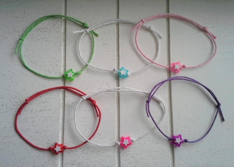 Kleinesbild - Armband ♥ Stern ♥,  2 Stück mit Schmuckkarte, geknüpfte Armbänder mit Stern - Anhänger
