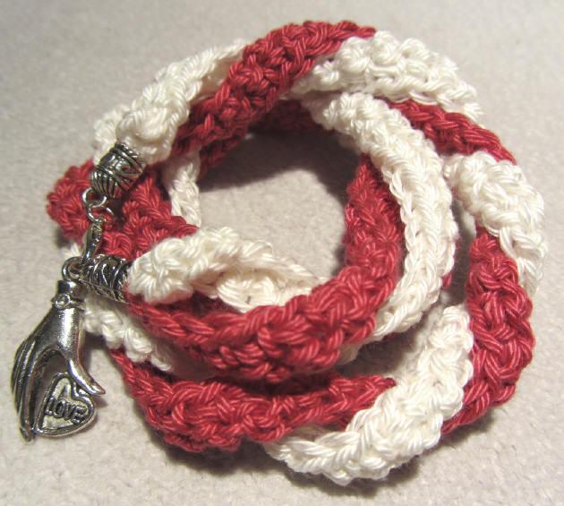 - Handgehäkeltes Wickelarmband ♡ Damen aus Baumwolle in Rot und Creme kaufen - Handgehäkeltes Wickelarmband ♡ Damen aus Baumwolle in Rot und Creme kaufen