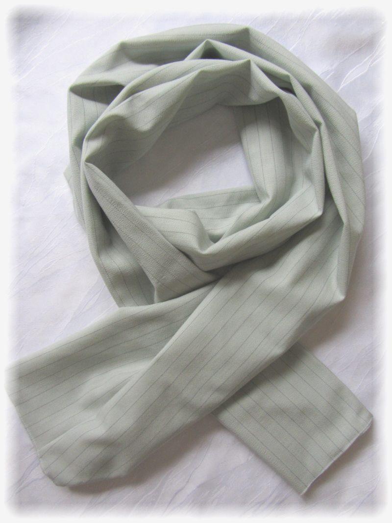 - Eleganter langer Schal handgefertigt aus Baumwolljersey in Beige mit feinen Nadelstreifen kaufen - Eleganter langer Schal handgefertigt aus Baumwolljersey in Beige mit feinen Nadelstreifen kaufen