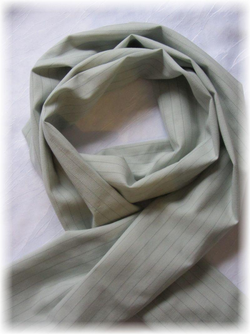 Kleinesbild - Eleganter langer Schal handgefertigt aus Baumwolljersey in Beige mit feinen Nadelstreifen kaufen