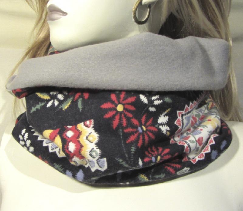 Kleinesbild - Handgefertigter Rundschal ✂ Schlauchschal Damen genäht aus Baumwolle in Schwarz Bunt und Fleecestoff in Grau kaufen