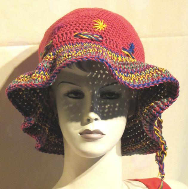Kleinesbild - Handgehäkelter Hut Sommerhut Sonnenhut mit bunter Krempe hergestellt aus Baumwolle in Rot mit bunter Krempe kaufen