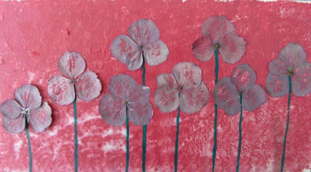 Kleinesbild - Handgefertigte Acrylbild Collage mit echten Hortensienblüten gemalt und gestaltet auf Pappe direkt von der Künstlerin kaufen