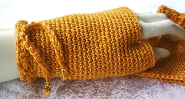 Kleinesbild - Handgehäkelte Armstulpen oder fingerlose Handschuhe mit Daumenloch gehäkelt aus Baumwolle in Orange kaufen
