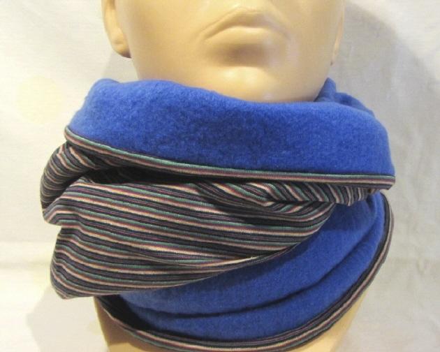 Kleinesbild - Handgefertigter Rundschal ♡ Schlauchschal ♡ Männerschal genäht aus Fleecestoff in Blau und bunt gestreiften Baumwolljersey kaufen