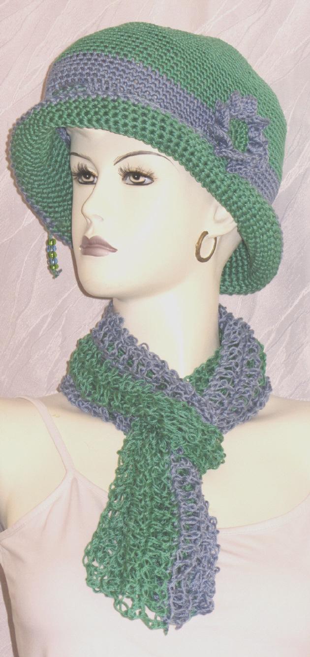 Kleinesbild - Handgehäkelter Hut aus Baumwolle in einer  genialen Farbkombination aus Grün und Blau kaufen