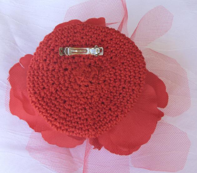 Kleinesbild - Handgefertigte Haarblüte ☀ Rote Rosen entworfen und handgemacht aus verschiedenen Materialien kaufen
