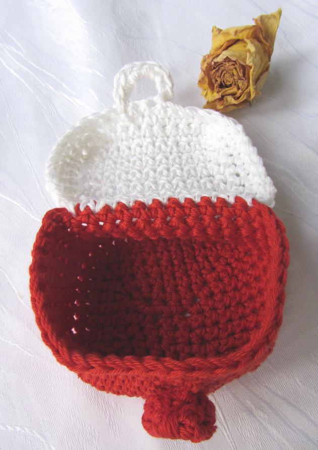 Kleinesbild - Bad Utensilo handgehäkelt aus Baumwolle in Rot und Weiß kaufen