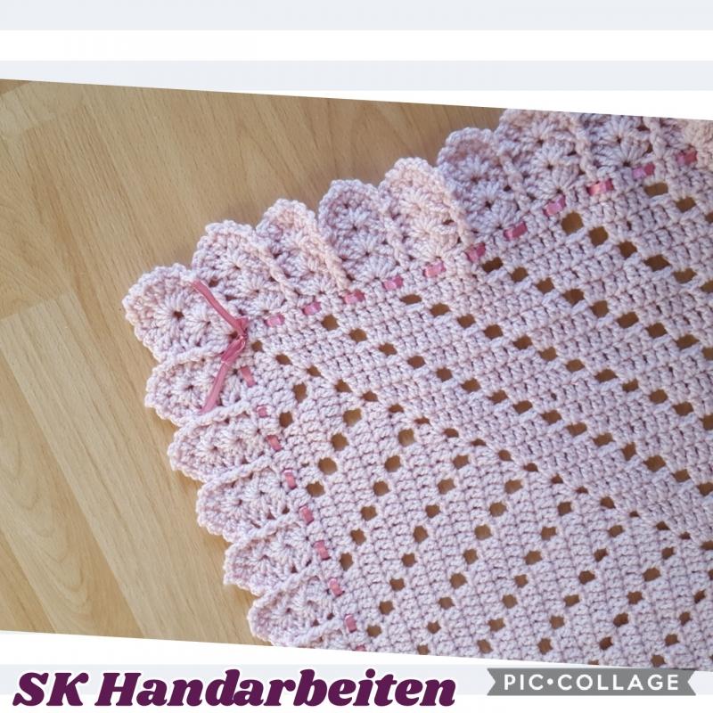 - Baby-Decke -elegant- mit Satinband in rosa - 85*85 cm - Baby-Decke -elegant- mit Satinband in rosa - 85*85 cm
