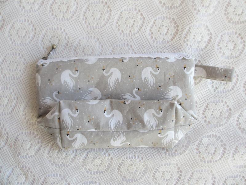 Kleinesbild - Kosmetiktasche Größe S (klein) Schwäne Spitzenreißverschluss