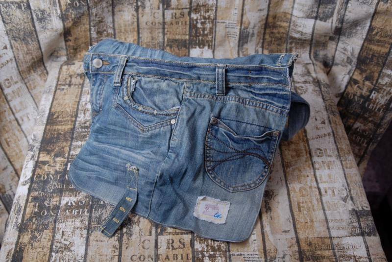 Kleinesbild - Upcycling ★ blaue Jeans HosenTasche mit Überschlag ★ Unikat