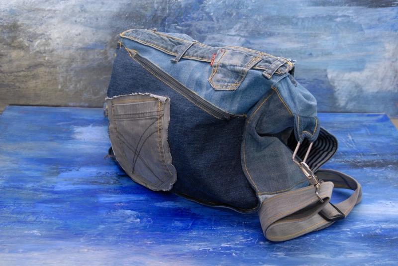 Kleinesbild - Upcycling ★ Jeans HerzenTasche mit Überschlag ★ Unikat