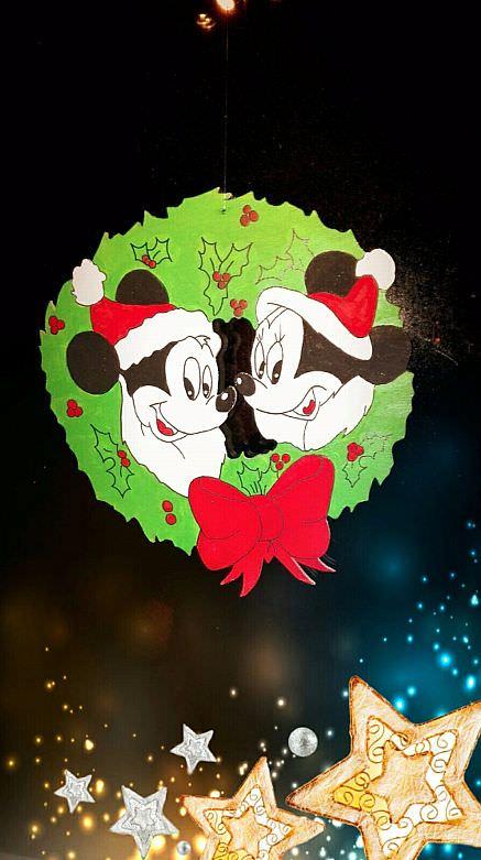 - Handgefertigter süßer Weihnachts-Kranz als Fensterbild - Handgefertigter süßer Weihnachts-Kranz als Fensterbild