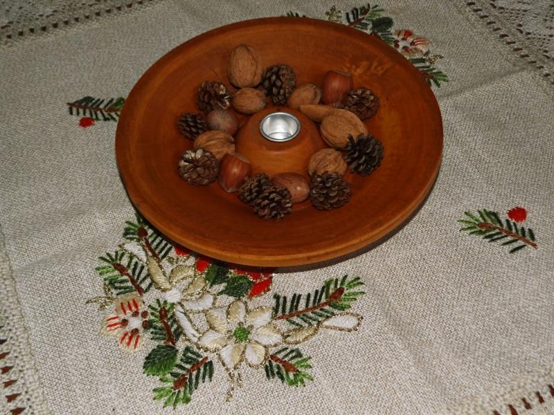 - einfache handgefertigte Holzschale mit Kerzenhalter - einfache handgefertigte Holzschale mit Kerzenhalter