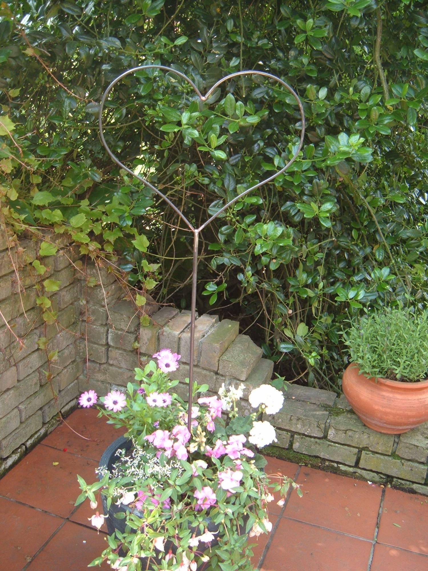 Wohnen herz gartenstecker aus rostendem metall for Pflanzen deko