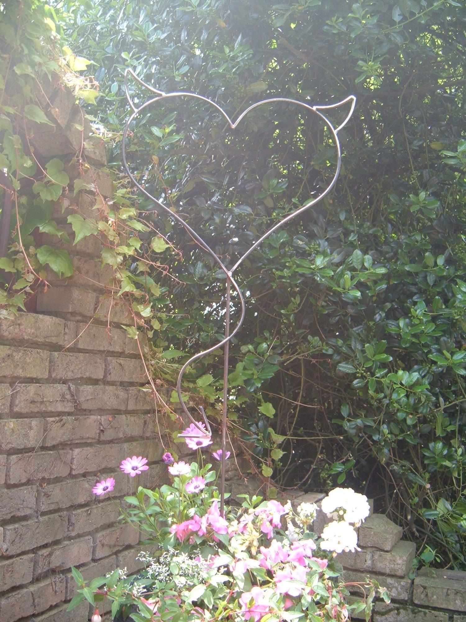 Garten balkon teufel herz devil heart herz aus for Garten herz aus metall
