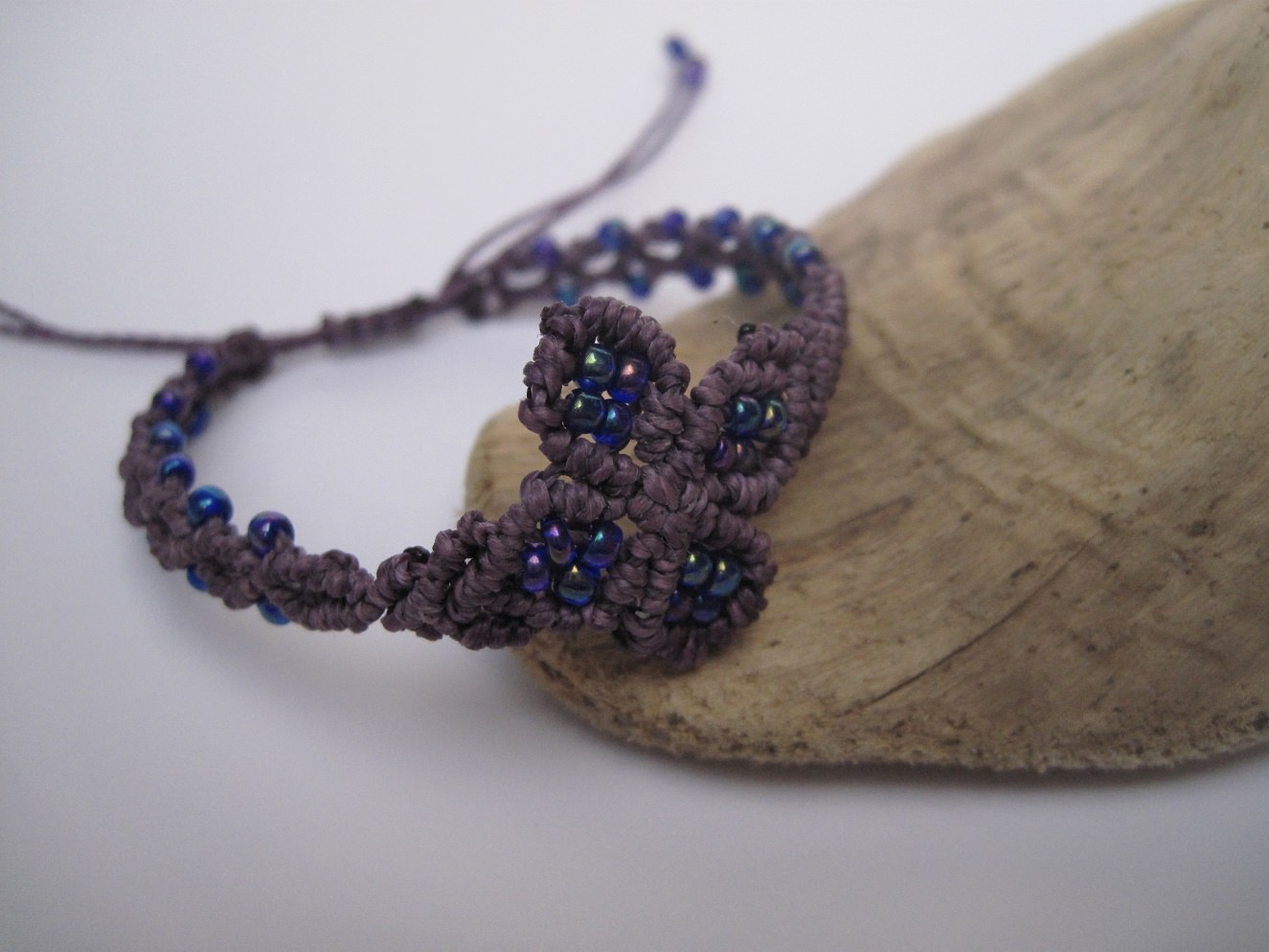 Kleinesbild - zartes Macrame Armband Floral, Macrameschmuck, micro Macrame